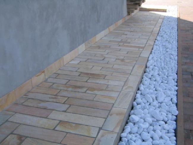 Pavimentazione per esterni quarzite piastrelle lati for Ciottoli da giardino leroy merlin