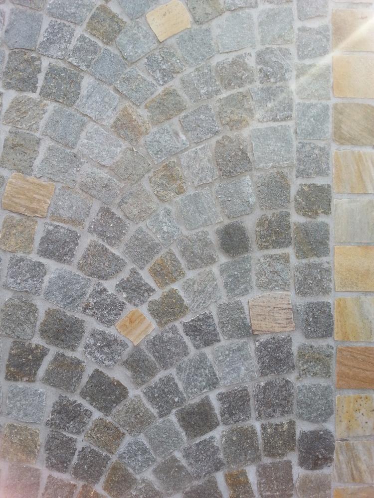 Pavimentazione per esterni cubetti in pietra di luserna ciottoli di fiume srl - Piastrelle di pietra per esterni ...