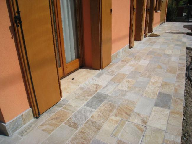 Pavimentazione per esterni piastrelle quarzite multicolor