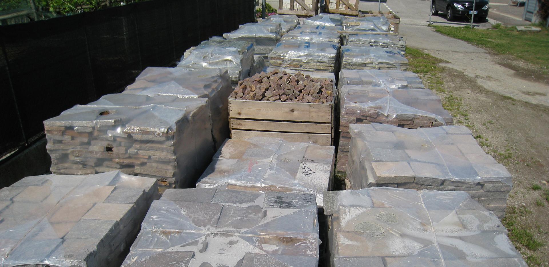 Pavimentazioni per esterni pavimentazioni in pietra ciottoli di fiume s r l venezia padova - Piastrelle in porfido prezzi ...