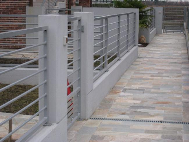 Pavimentazione per esterni piastrelle quarzite - Posa piastrelle esterno ...