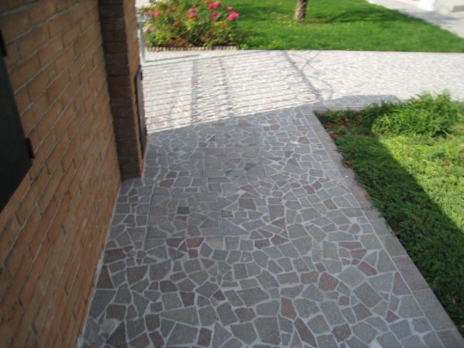 Pavimentazione per esterni porfido anticato ciottoli - Pavimento in ciottoli esterno ...