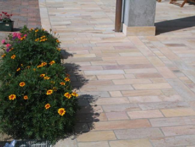 Pavimentazione per esterni quarzite piastrelle lati tranciati