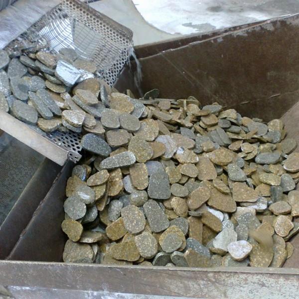 Ciottoli in trachite dei Colli Euganei segati e anticati