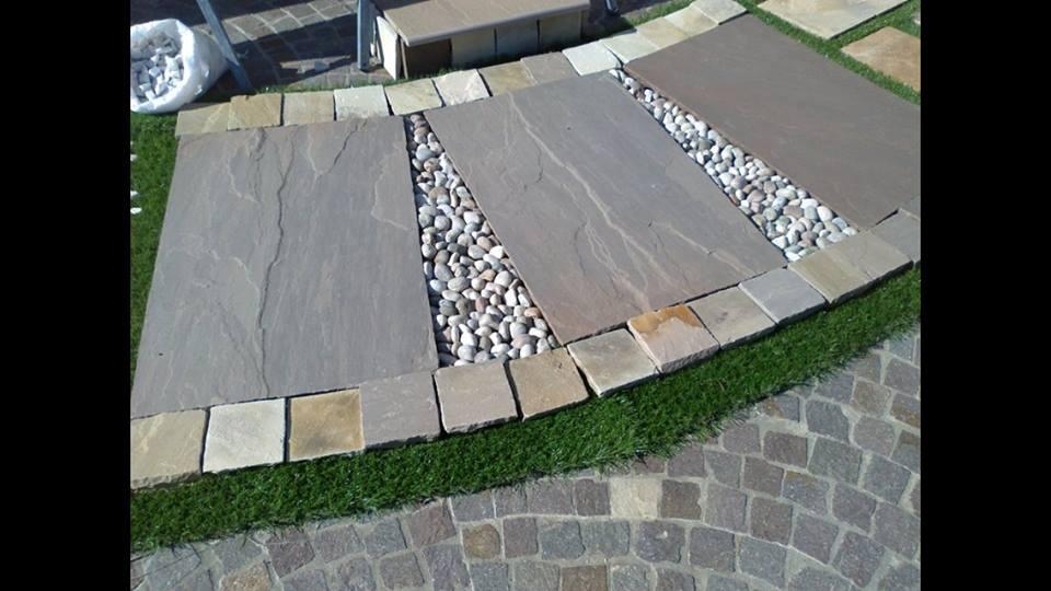 Arredo giardini lastre in pietra indiana ciottoli di for Arredo giardino in pietra