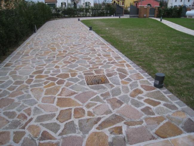 Pavimentazione per esterni porfido del trentino colorato misto