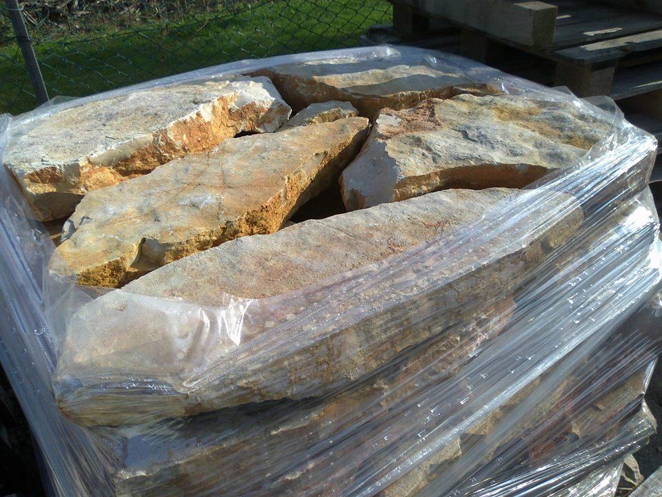 Arredo giardini lastre in pietra di trani ciottoli di for Arredo giardino in pietra