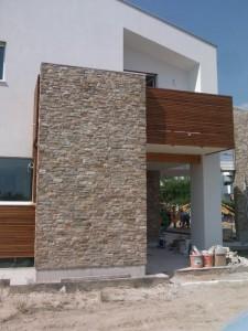 Novit rivestimento parete in quarzite naturale ciottoli di fiume srl - Rivestimento per esterno in pietra ...